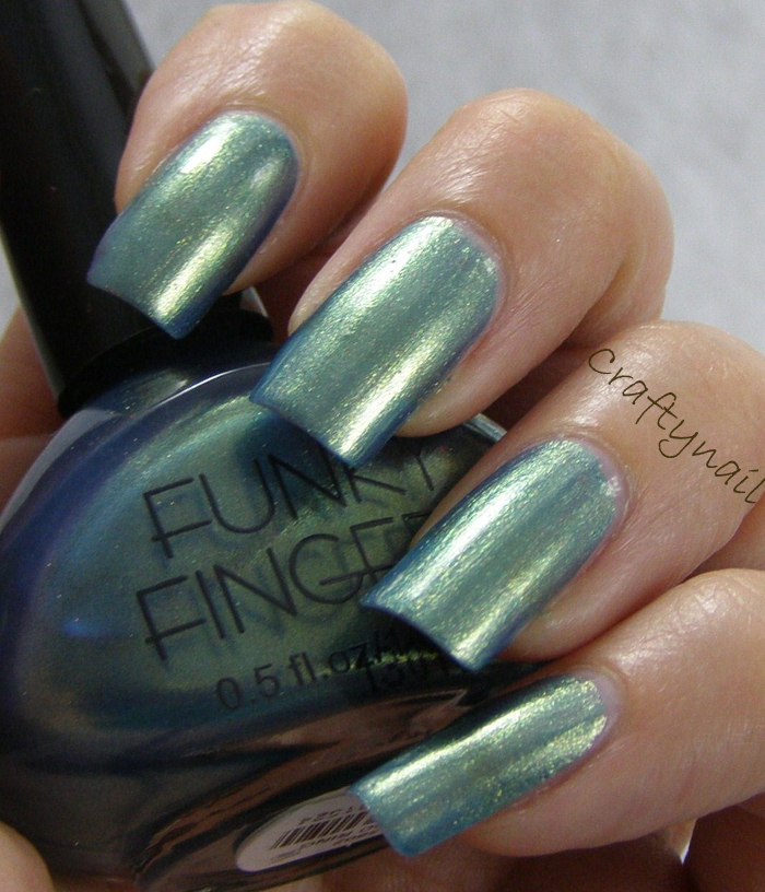 Funky Fingers Mood Ring and panel nail art | Craftynail