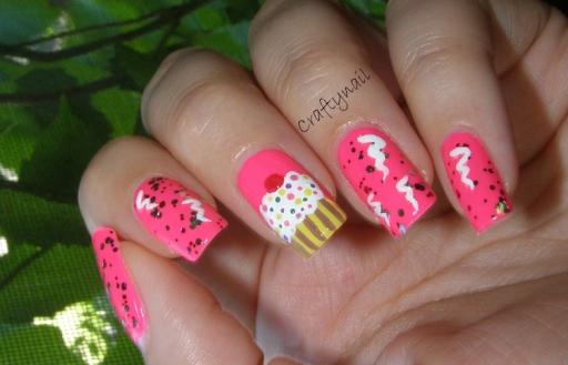 cupcake_nails_streamers_confetti
