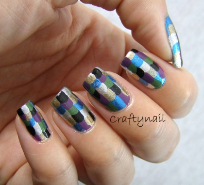 multi_color_scales_nail_art