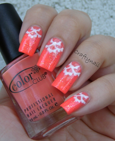 scalloped_lace_nails