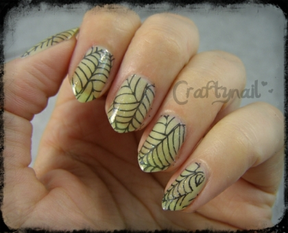 glow in the dark spiderweb nails