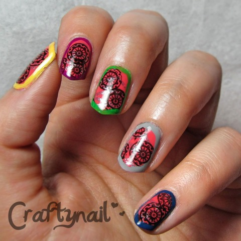 bright border mani nails